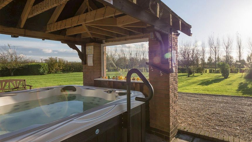 Hot Tub Cottage Breaks. Up to 10% Carers discount
